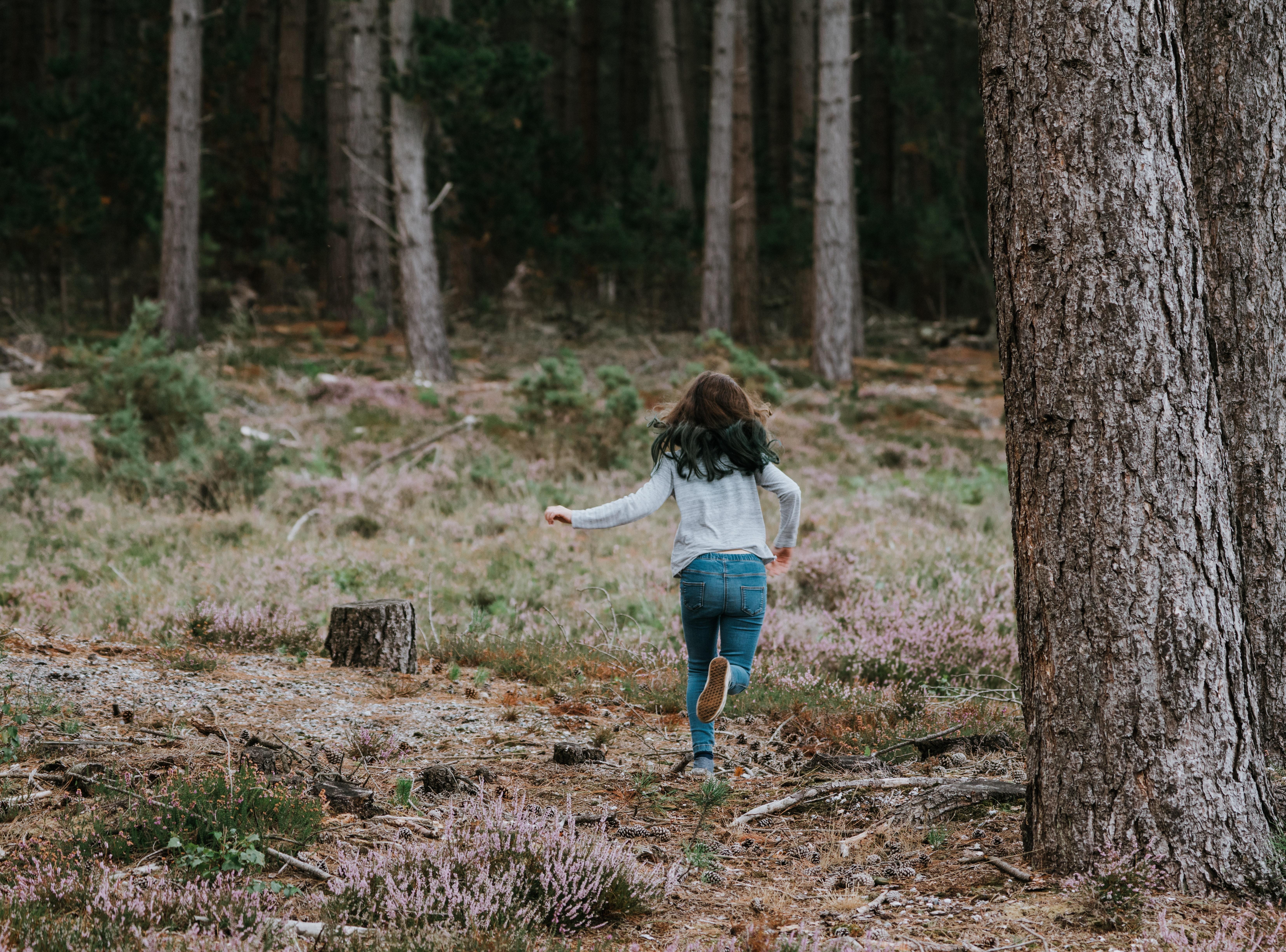 8 idei de joacă în pădure