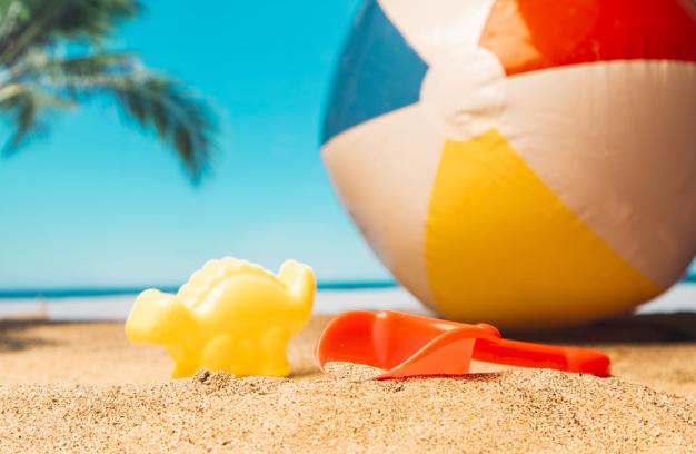 Distracție la malul mării. Idei de jocuri pe plajă sau în apă.