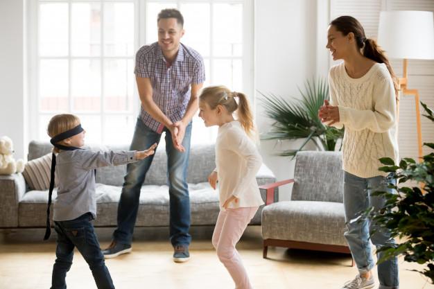 4 jocuri  de familie perfecte pentru o seară distractivă