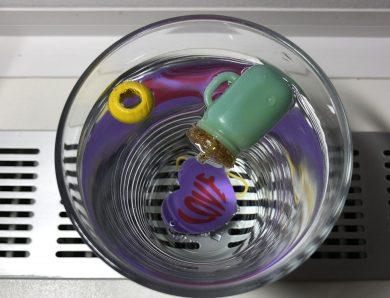 """Jocuri și activități în casă. Ziua 14 – Experiment """"Se scufundă – plutește"""""""