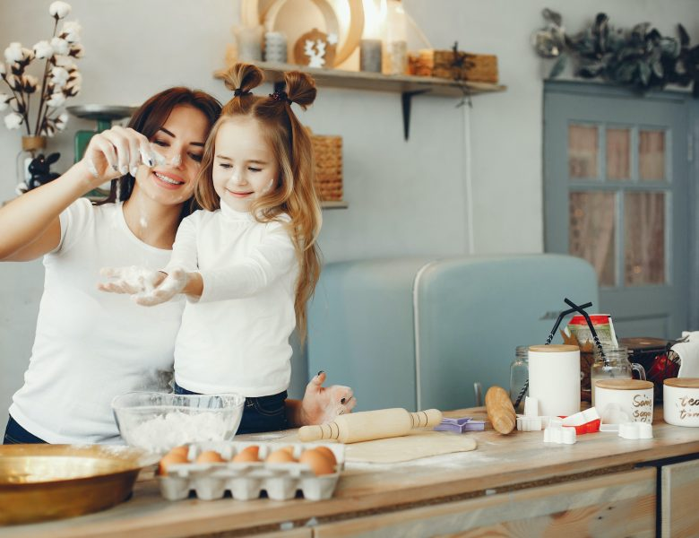 Activități în bucătărie pe care le pot face copiii